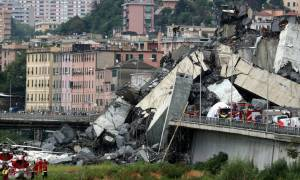 Τραγωδία Γένοβα: Σε κεραυνό αποδίδουν την κατάρρευση της γέφυρας αυτόπτες μάρτυρες