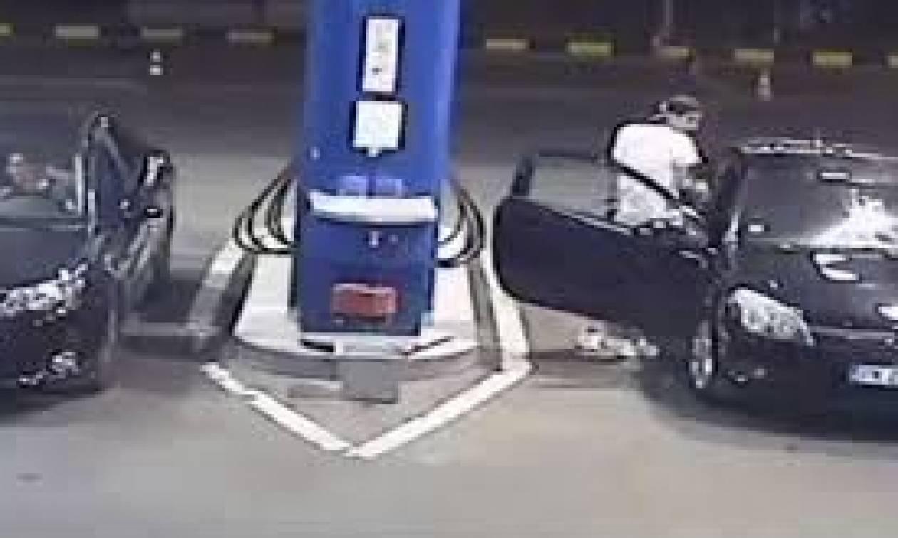 Αρνήθηκε σε βενζινάδικο να πετάξει το τσιγάρο του -  Η απίστευτη αντίδραση του υπαλλήλου (vid)