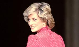 Εσύ πρόσεξες το στυλιστικό trick της πριγκίπισσας Diana που εξόργιζε τους paparazzi;