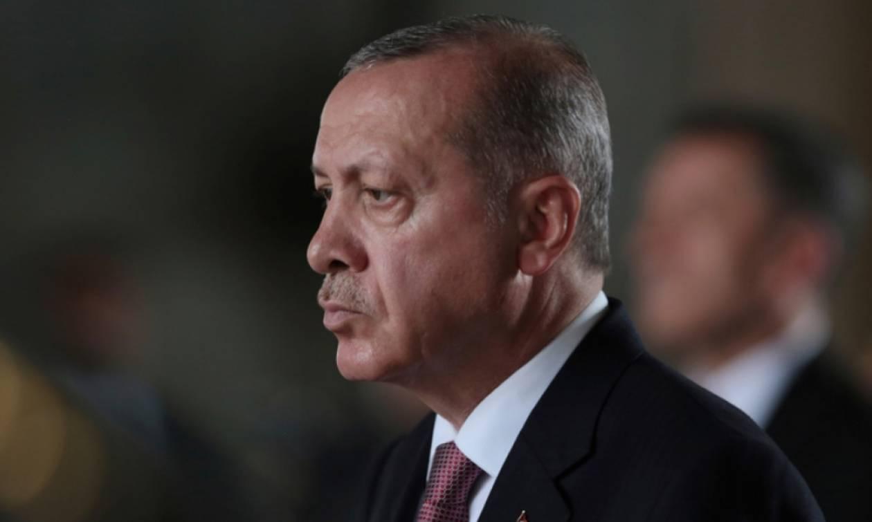 «Τρέχει και δεν φτάνει» ο Ερντογάν – Με «ψίχουλα» προσπαθεί να κλείσει την οικονομική τρύπα