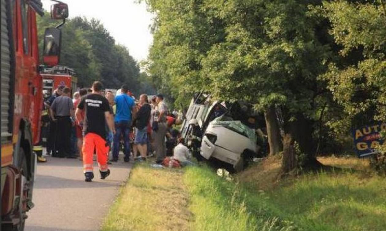 Πολωνία: Τρεις νεκροί και 18 τραυματίες σε τροχαίο με τουριστικό λεωφορείο (pics)