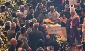 Θρήνος στην κηδεία των θυμάτων από την κατάρρευση της γέφυρας στη Γένοβα (Pics+Vids)