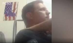 Αστυνομικός κατέγραψε με την κάμερά του να κάνει σεξ στο γραφείο! (vids)