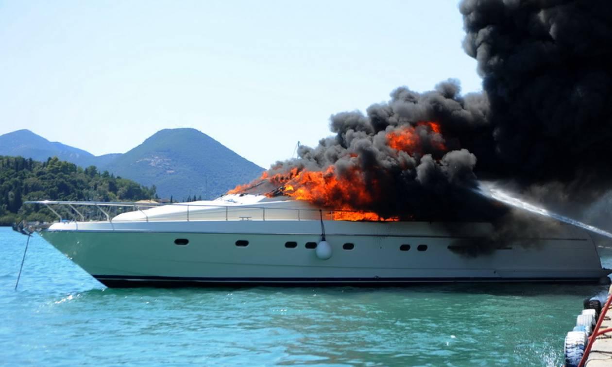 Συναγερμός στους Παξούς: Πυρκαγιά και βύθιση τουριστικού σκάφους - Κινδύνεψαν τέσσερα άτομα