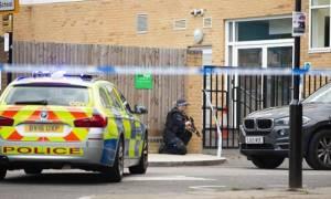 Συναγερμός στο Λονδίνο: Ένοπλος άνοιξε πυρ και «ταμπουρώθηκε» μέσα σε σχολείο