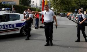 Επίθεση στο Παρίσι: Μητέρα και αδελφή του δράστη τα δύο θύματα - Ανάληψη ευθύνης από ISIS