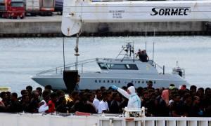 Στα άκρα η κόντρα Ιταλίας - ΕΕ για το μεταναστευτικό - Απειλεί ο Κόντε