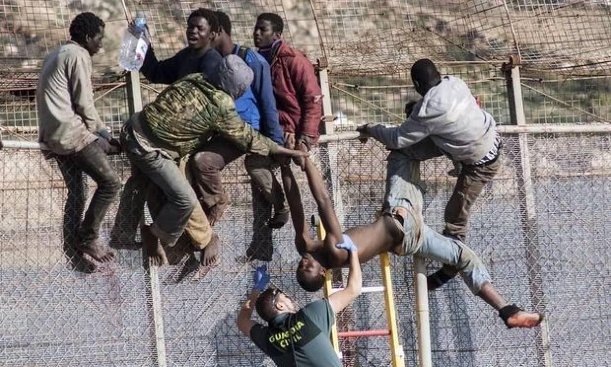 Απελάθηκαν οι 116 μετανάστες που εισέβαλαν στην Ισπανία πετώντας ακαθαρσίες, αίμα, ασβέστη και οξύ
