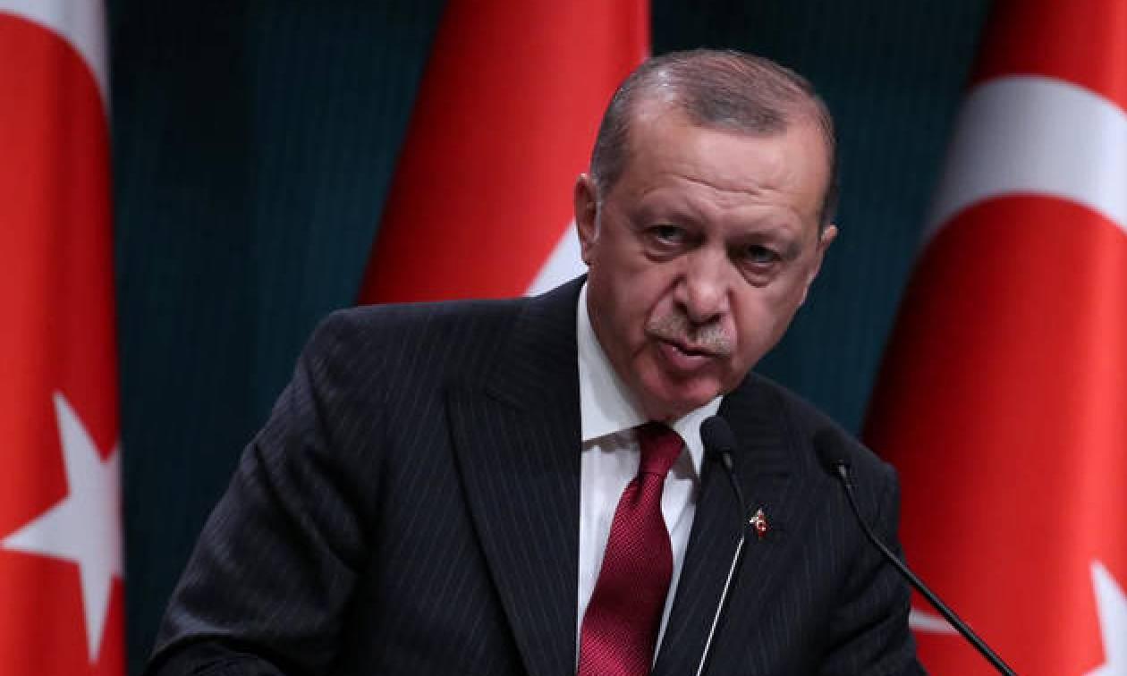 Σε πανικό ο Ερντογάν: Καλεί τους Τούρκους να… σώσουν την οικονομία