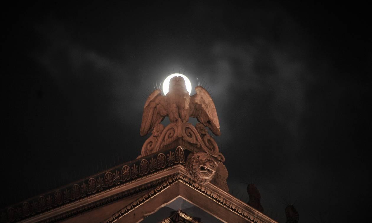 Υπό το φως της αυγουστιάτικης Πανσελήνου: Πού θα την απολαύσετε σήμερα