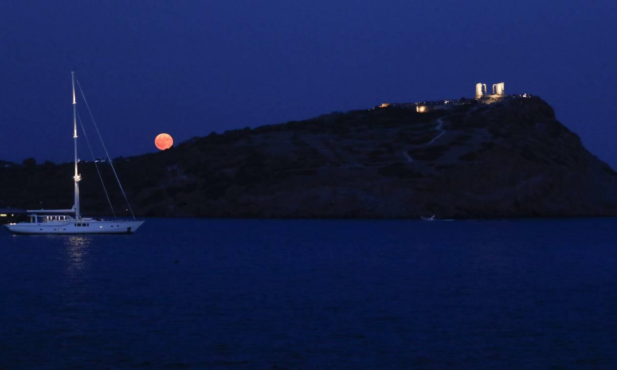 Έχει πανσέληνο απόψε… κι είναι ωραία! Μαγεύει το αυγουστιάτικο φεγγάρι (pics)