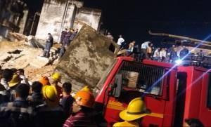 Ινδία: Αρκετοί εγκλωβισμένοι μετά από κατάρρευση τετραώροφου κτηρίου