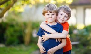 Back to school: Είναι καλό τα δίδυμα παιδιά μου να είναι στην ίδια τάξη;
