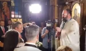 Ιερέας τα… έψαλε στον Καμμένο: Ξεχάσατε το λαό – Μπαφιάσαμε από ιδέες (vid)