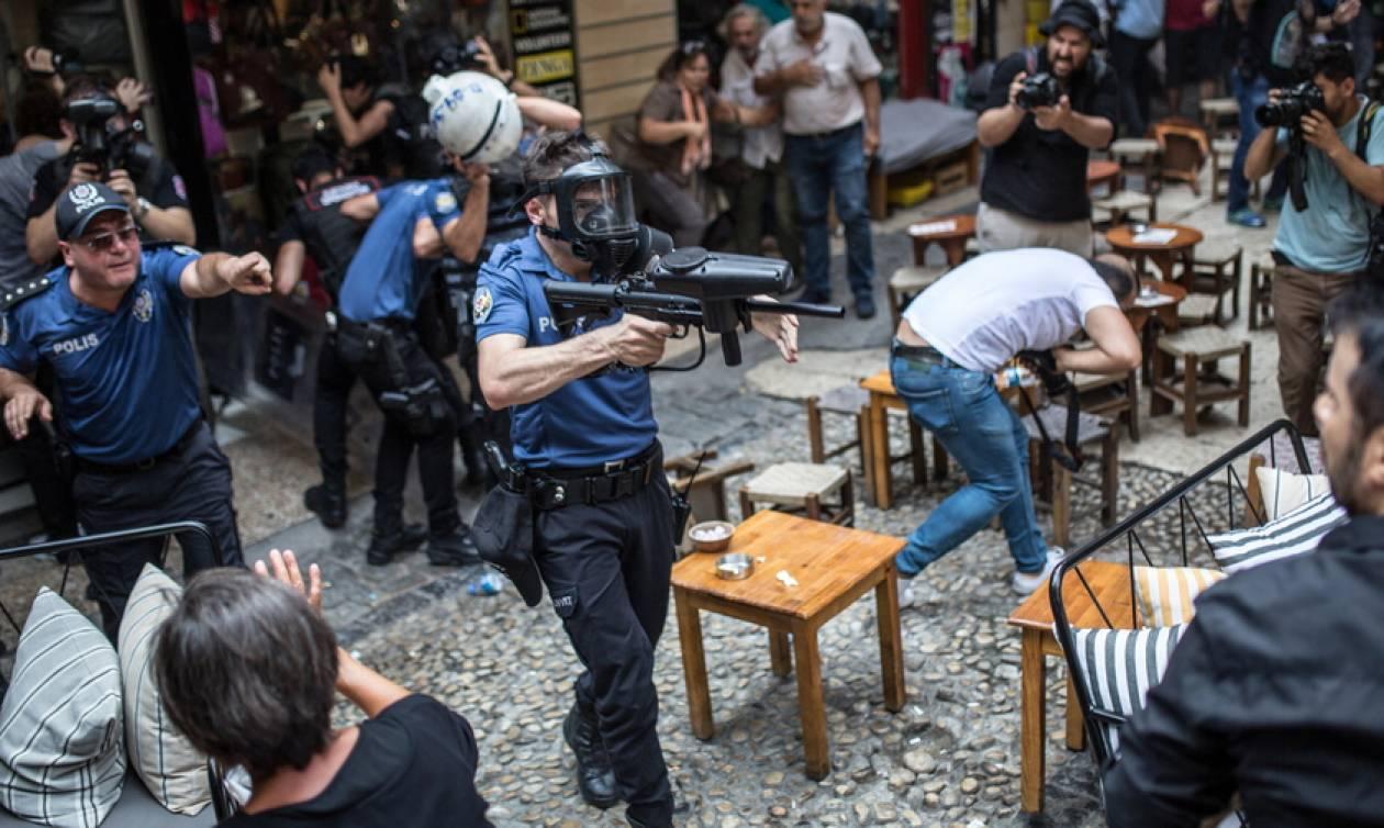 Χούντα Ερντογάν στην Τουρκία: Διέλυσε με ξύλο και δακρυγόνα τεράστια διαδήλωση για τους αγνοουμένους