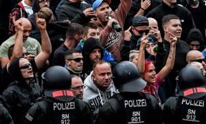 «Το μίσος στο δρόμο»: Πογκρόμ ακροδεξιών κατά μεταναστών στη Γερμανία (Pics+Vids)