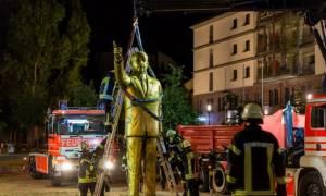 Γερμανία: Αποσύρθηκε το «χρυσό» άγαλμα του Ερντογάν από φεστιβάλ τέχνης λόγω σφοδρών αντιδράσεων