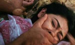 Φρίκη: 15 άνδρες βίαζαν και βασάνιζαν 17χρονη επί δυο μήνες - Την έκαιγαν και της χάραξαν σβάστικες