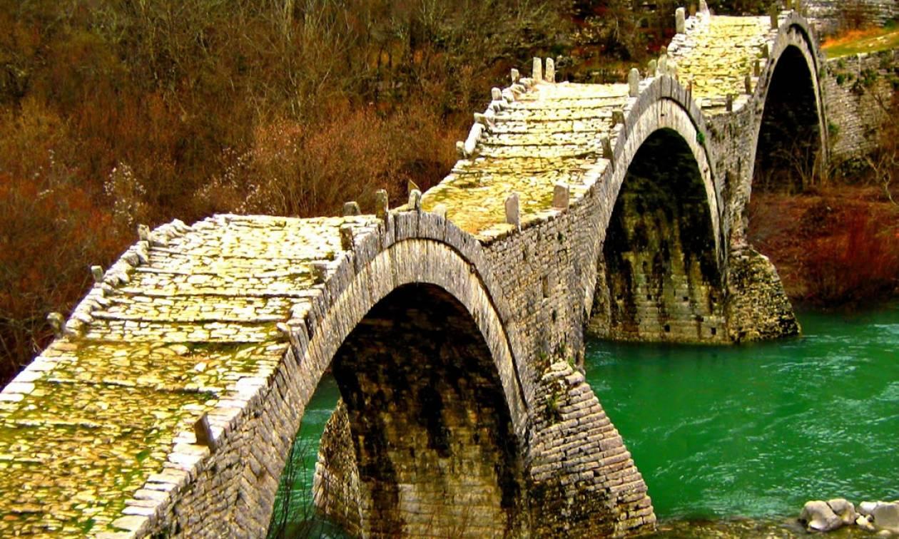 Ιωάννινα: Εργασίες αποκατάστασης στο πλέον διάσημο τρίτοξο πέτρινο γεφύρι του Ζαγορίου