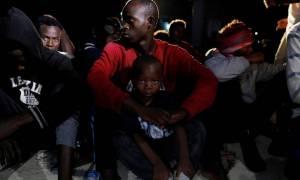 Φρίκη στη Λιβύη: Εκατοντάδες μετανάστες κλειδωμένοι και εγκαταλελειμμένοι χωρίς τροφή και νερό