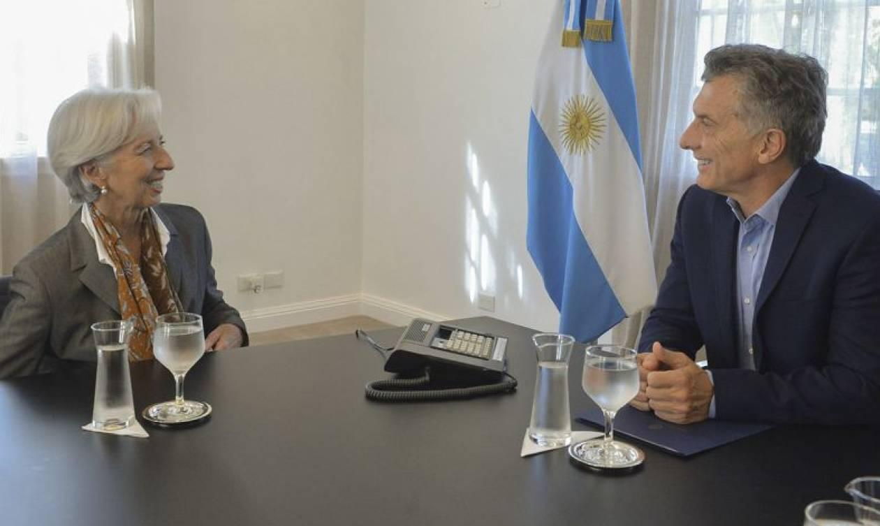 Οικονομική κρίση στην Αργεντινή: Πρόωρη εκταμίευση του δανείου από το ΔΝΤ ζήτησε ο πρόεδρος Μάκρι