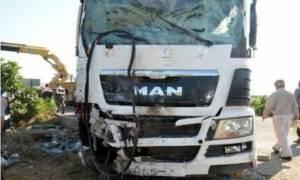 Σοβαρό τροχαίο με νταλίκα στην Εθνική Οδό Αθηνών – Θεσσαλονίκης: Τρεις τραυματίες