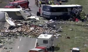 Φρικτό τροχαίο με επτά νεκρούς - Λεωφορείο συγκρούστηκε με φορτηγό