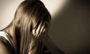Σοκ στη Ρόδο: Καλούσε φίλους του στο σπίτι και τη βίαζαν ομαδικά - Ανέβασαν το βίντεο στο Διαδίκτυο