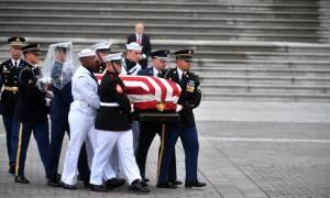 ΗΠΑ: Το «ύστατο χαίρε» στον γερουσιαστή Τζον Μακέιν (pics+vids)