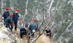Κρήτη: Μεγάλη επιχείρηση ανάσυρσης γυναίκας που έπεσε σε φαράγγι