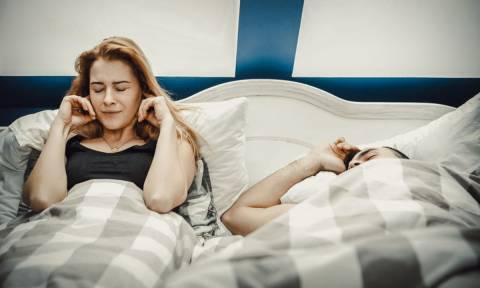 Ουρική αρθρίτιδα: Πώς σχετίζεται με το ροχαλητό
