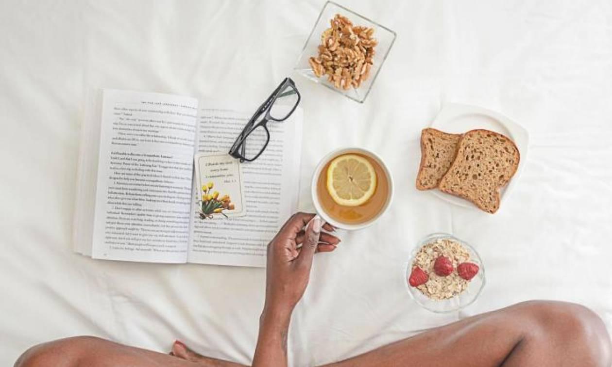 Τι ώρα πρέπει να τρως πρωινό και βραδινό για να χάσεις λίπος;