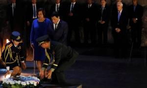 Ο Ντουτέρτε αποκαλεί τώρα τον Χίτλερ «τρελό» και ζητά συγγνώμη από τον Ομπάμα για το «πουτ... γιο»