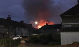 Μεγάλη φωτιά σε δημοτικό σχολείο στο Λονδίνο (pics)