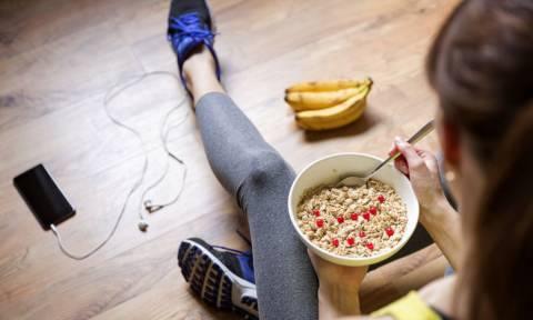 Διατροφή πριν τη γυμναστική: Πώς θα συνδυάσετε σωστά υδατάνθρακες, πρωτεΐνες και λιπαρά