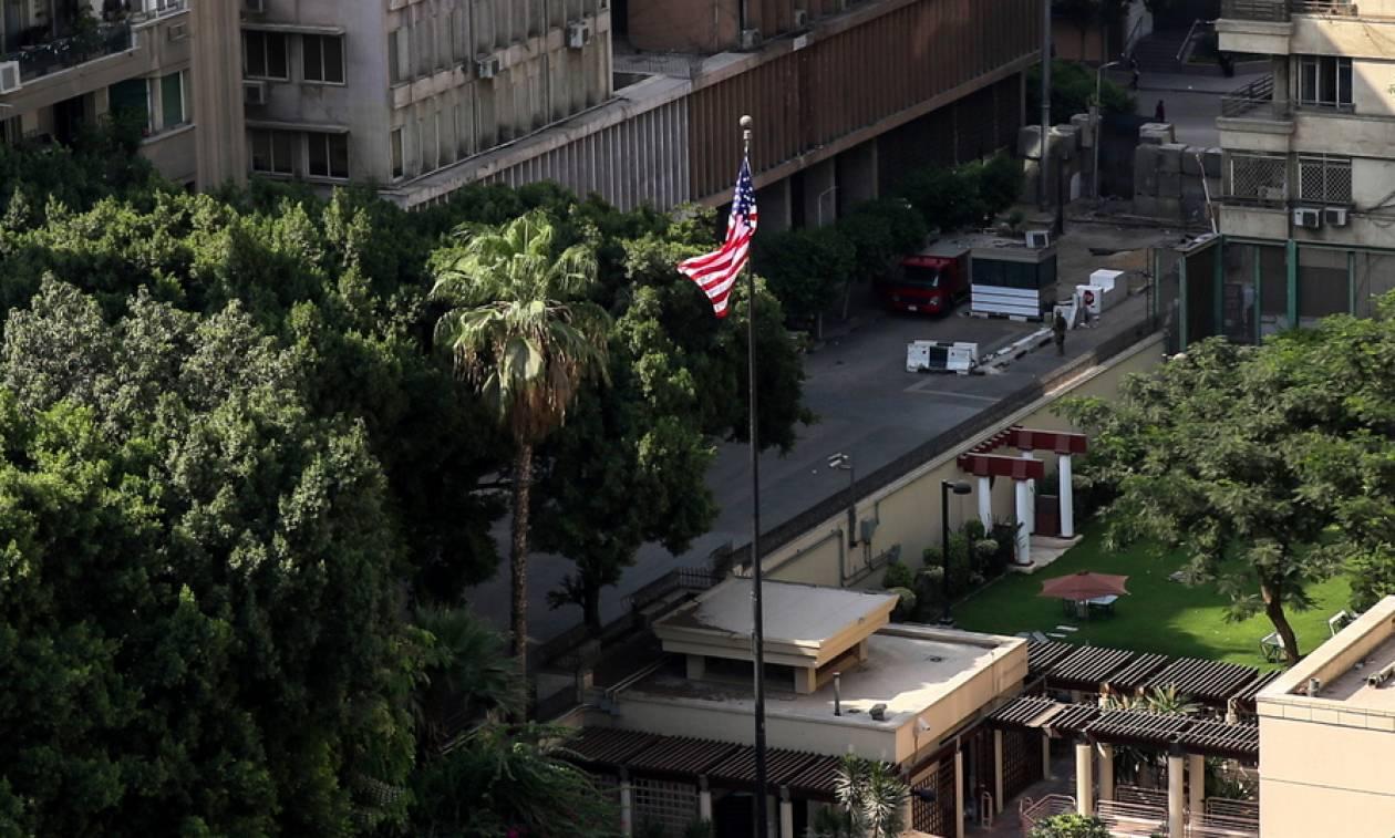 Βίντεο - σοκ: Βομβιστής αυτοκτονίας ανατινάσσεται έξω από την αμερικανική πρεσβεία στο Κάιρο