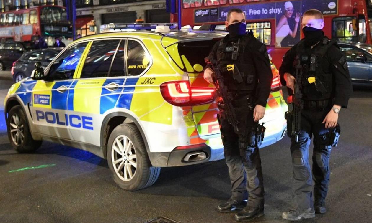 «Θρίλερ» στο Λονδίνο: Τρεις τραυματίες από επίθεση με τοξική ουσία