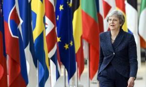 Brexit: «Μαστίγιο και καρότο» από τους «27» στην Τερέζα Μέι