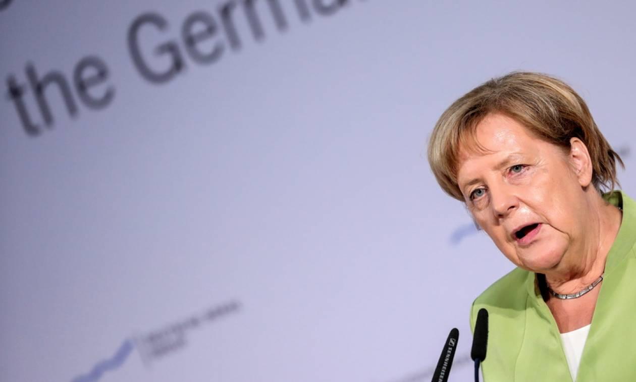 Στην «καρδιά» των επεισοδίων που συγκλονίζουν τη Γερμανία η Μέρκελ