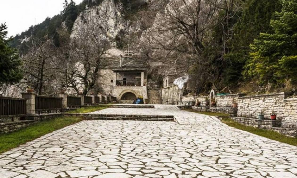 Παναγία Πελεκητή, το μοναστήρι με τα κελιά στους βράχους και το κρυφό σχολείο