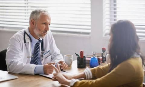 Όγκος στον εγκέφαλο: 8 «αθόρυβα» συμπτώματα που πρέπει να γνωρίζετε