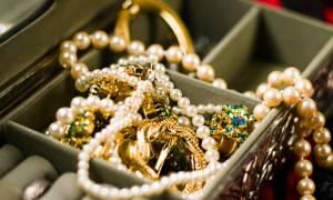 Ρόδος: Χειροπέδες σε ανήλικους Ρομά που έκλεψαν χρυσαφικά αξίας 160.000 ευρώ