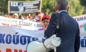 ΔΕΘ 2018: Ένταση έξω από το υφυπουργείο Μακεδονίας - Θράκης από μέλη της ΠΟΕΔΗΝ (vids)