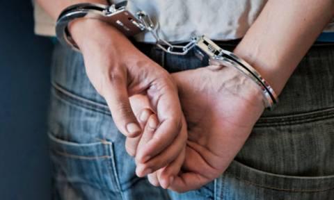 Police arrest four known anti-establishment activists heading to Thessaloniki