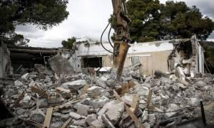 Πάτρα: Κατεδάφισαν λάθος σπίτι με τον ιδιοκτήτη του μέσα! (pics)