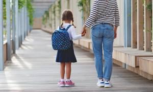 Πρώτη Δημοτικού, η μεγάλη μετάβαση: Πώς να βοηθήσετε το παιδί να αντιμετωπίσει το άγχος