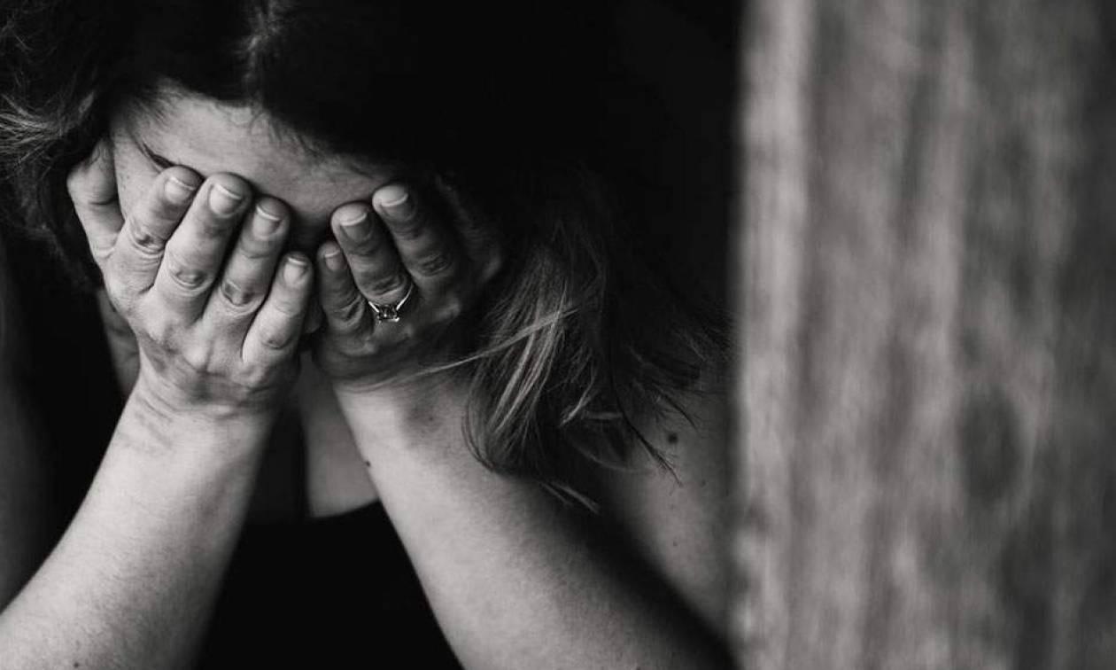 Φρίκη στην Πέλλα: Έπιασε τον άνδρα της να ασελγεί στην κόρη τους που πάσχει από νοητική υστέρηση