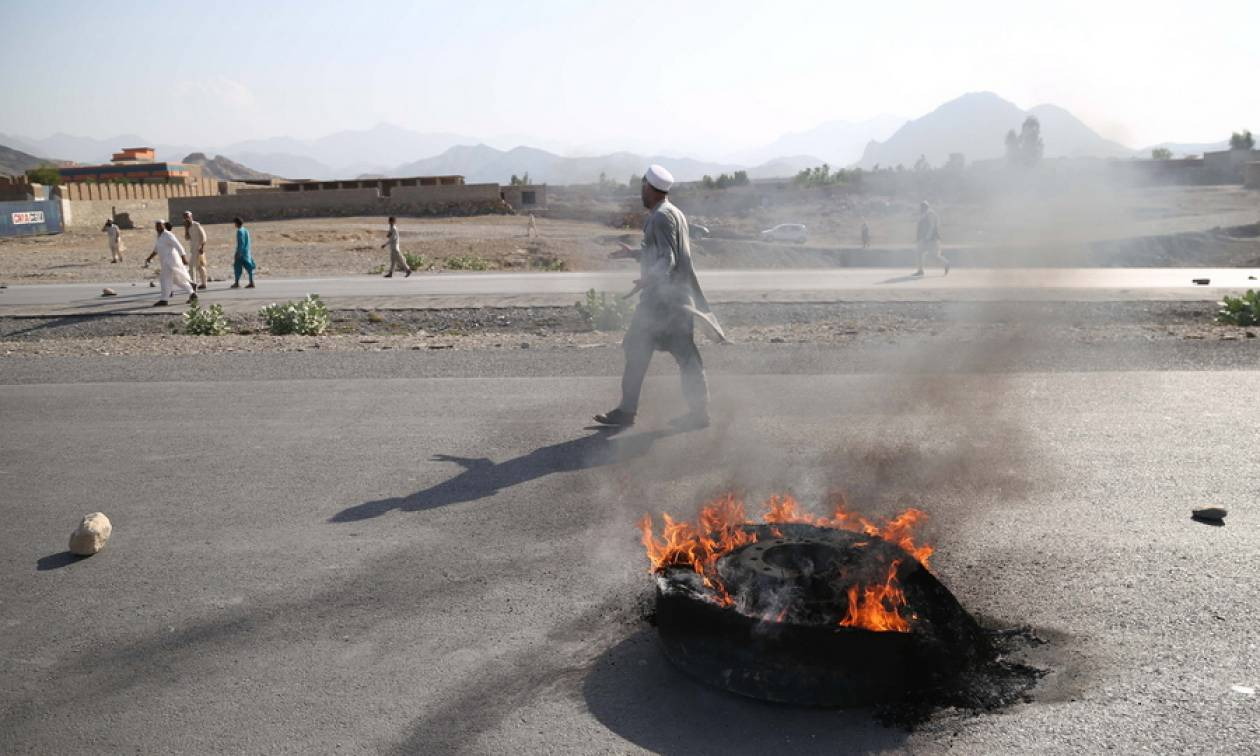 Μακελειό στο Αφγανιστάν: Τους 68 έφτασαν οι νεκροί από την επίθεση βομβιστή καμικάζι στη Νανγκαρχάρ