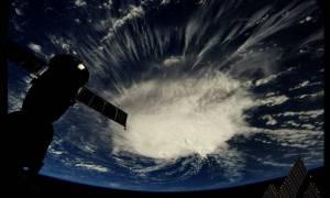 ΗΠΑ: Υποβαθμίστηκε αλλά παραμένει επικίνδυνος ο κυκλώνας Φλόρενς