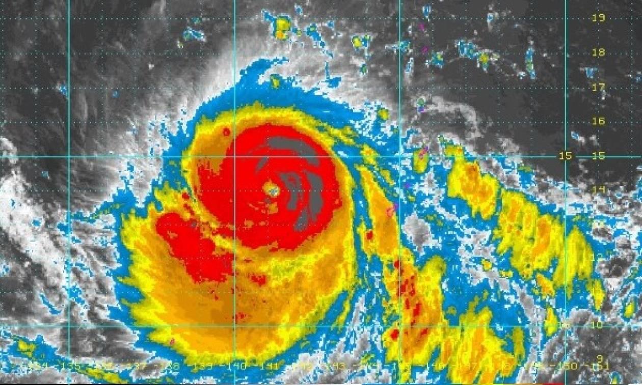 Φονικός υπερκυκλώνας ετοιμάζεται να χτυπήσει τις Φιλιππίνες – Χιλιάδες εγκαταλείπουν τα σπίτια τους
